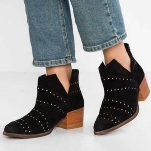 Roxy Lexie J Black Rivet Suede Boots